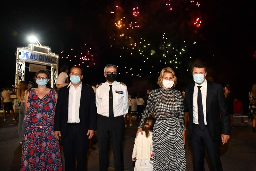 Christian Estrosi et sa femme Laura Tenoudji Estrosi, avec des d'officiels et leur fille, durant un feu d'artifice à Nice