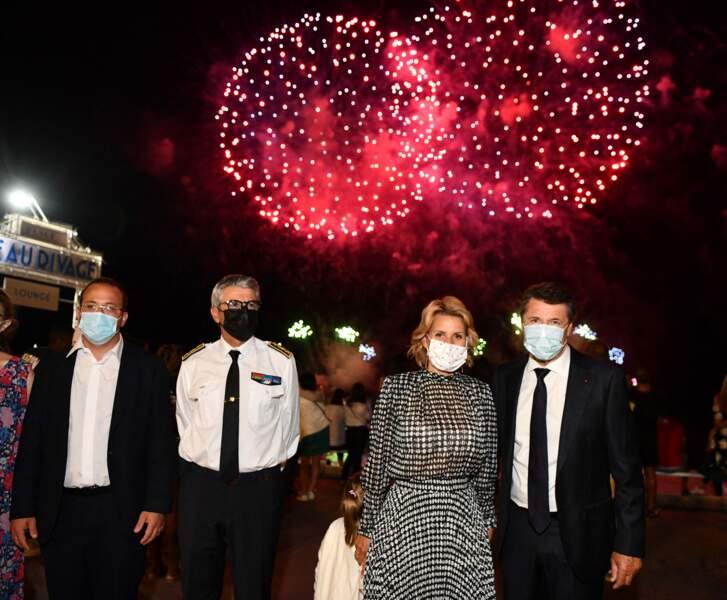 Christian Estrosi, sa femme Laura Tenoudji et sa fille Bianca devant un feu d'artifice à Nice