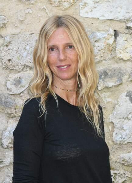 Sandrine Kiberlain et ses longs cheveux blonds ondulés à Angoulême, le 29 août 2021