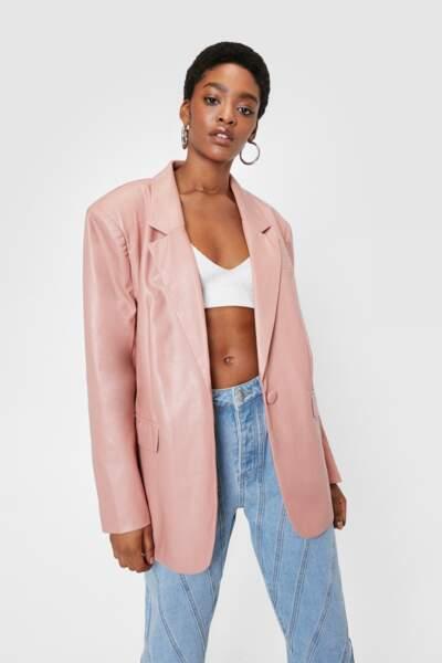 Blazer Oversize Style Boyfriend en similicuir avec épaulettes rose, Nasty Gal, 51€