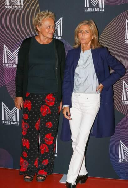 Claire Chazal plus épanouie que jamais avec son amie, Muriel Robin sur le tapis rouge du Festival Series Mania, le 30 août 2021