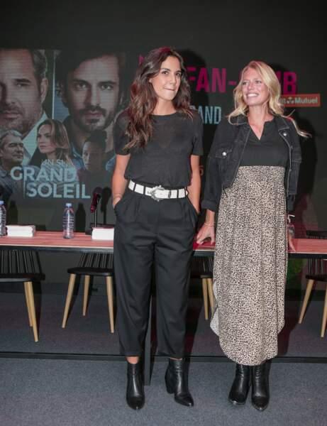Naïma Rodric et Aurore Delplace prennent la pose sur le tapis rouge du Festival Series Mania à Lille, le 30 août 2021