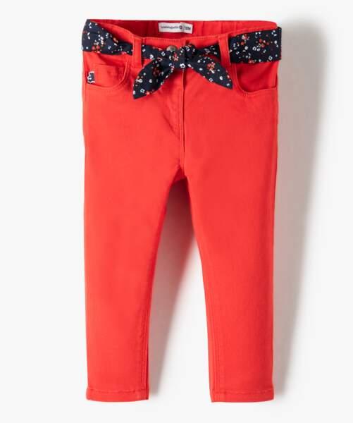 Jean rouge ceinturé, 17,99€
