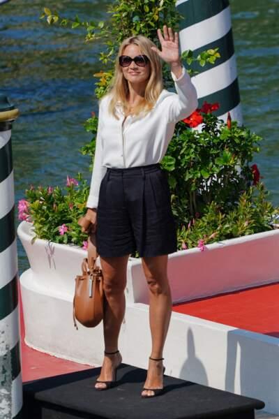 Virginie Efira en look casual chic pour son arrivée à la Mostra de Venise en tant que membre du jury