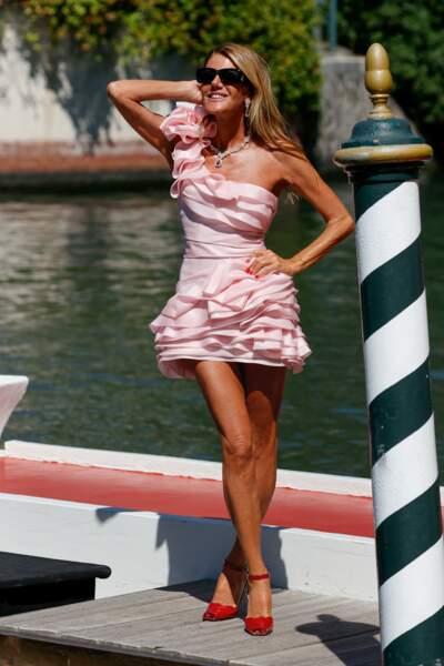 Anna Dello Russ en robe courte Ermanno Scervino