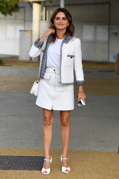 Penelope Cruz en total look Chanel pour son arrivée à Venise, le 31 août 2021.