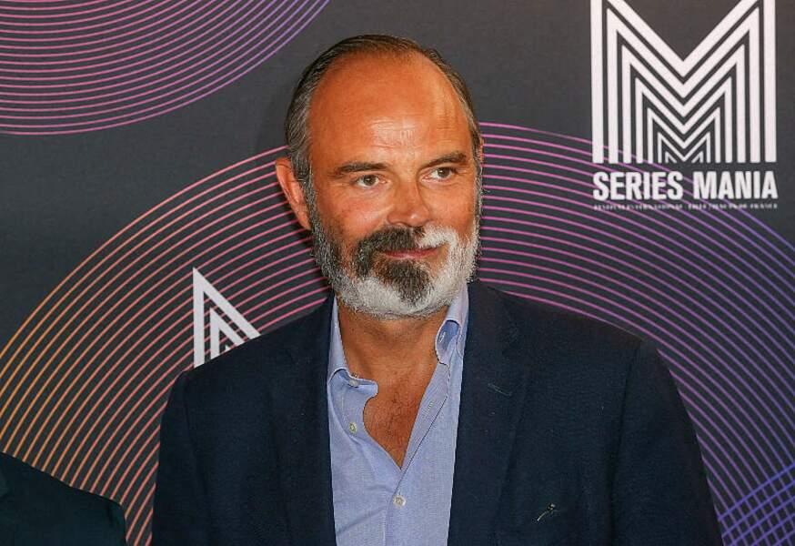 Edouard Philippe souriant et bronzé a fait sa rentrée sur le tapis rouge du Festival Series Mania à Lille, le 30 août 2021.