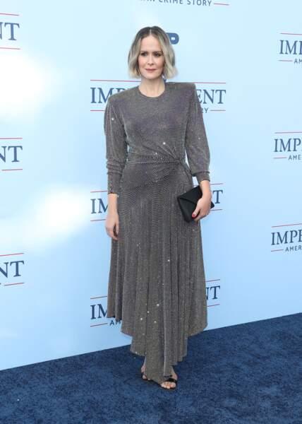 """Sarah Paulson glamour dans une robe drapée sertie de paillettes pour assister à la première de """"Impeachment"""", saison 3 de la série American Crime Story à propos de l'affaire Monica Lewinsky, à Los Angeles, le 1er septembre 2021."""
