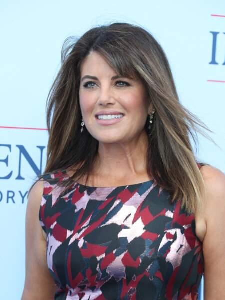 """Le teint bronzé et le balayage parafait, Monica Lewinsky a fait sensation sur le tapis rouge de la première de """"Impeachment"""", saison 3 de la série American Crime Story à propos de l'affaire Monica Lewinsky, à Los Angeles, le 1er septembre 2021."""