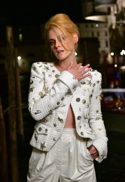 Kristen Stewart porte désormais les cheveux en carré long et a changé de couleur, le 2 septembre 2021.