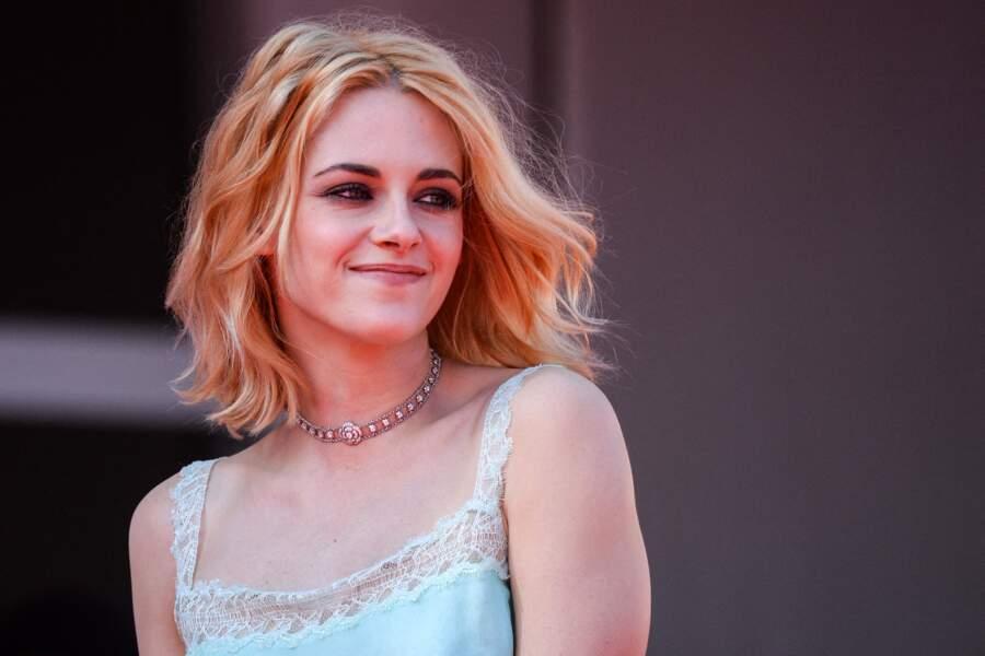 Kristen Stewart, cheveux blond vénitien et carré long, le 3 septembre 2021.