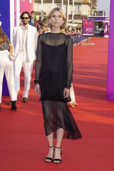 Clémence Poésy vêtue d'une robe Chanel noire légèrement en transparence sur les bras pendant le festival du Cinéma Américain de Deauville,  le 3 septembre