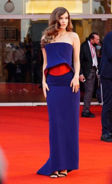 Barbara Palvin vêtue d'une robe Armani Privé lors de la Mostra de Venise, le 4 septembre