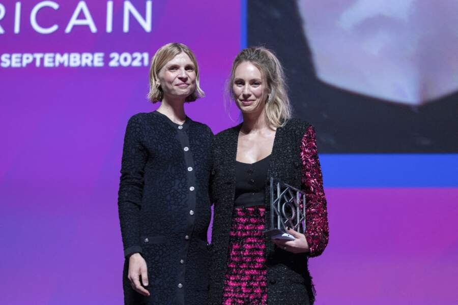 Clémence Poésy remet le prix Nouvel Hollywood à Dylan Penn, samedi 4 septembre.