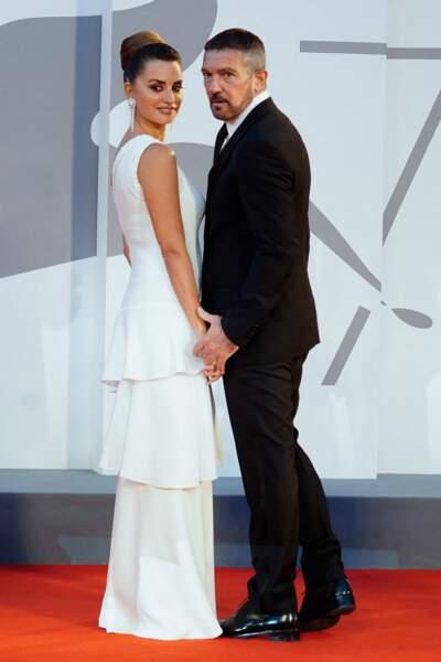 """Penelope Cruz et Antonio Banderas à la première du film """"Competencia oficial"""" lors du festival international du film de Venise, le 4 septembre"""