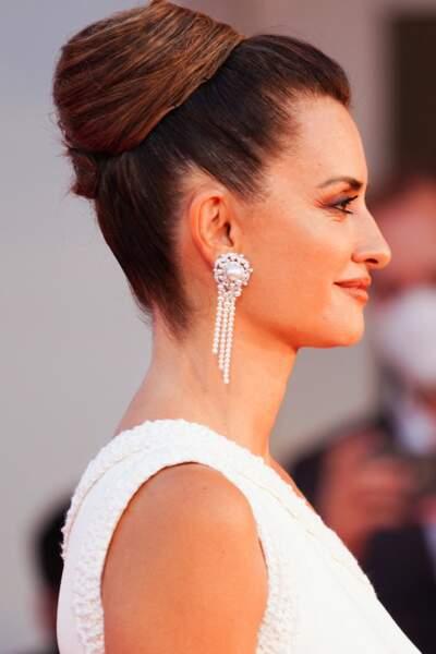 Penelope Cruz a fait sensation avec une mise en beauté parfaite lors du festival international du film de Venise, le 4 septembre