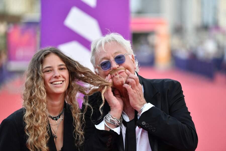 Laurent Boyer et sa fille Marine s'amusant devant les photographies du Festival.