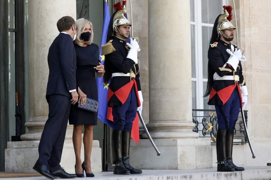 Brigitte Macron en total look noir du masque jusqu'aux escarpins, le 6 septembre 2021.