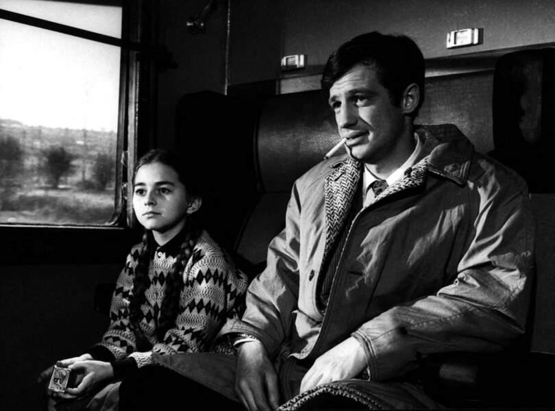"""Sylviane Margolle et Jean-Paul Belmondo sur le tournage du film """"Un singe en hiver"""". 1962"""