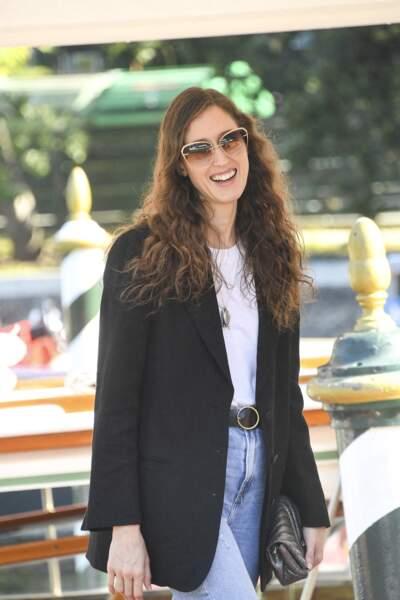 Anna Cleveland et de longs cheveux wavy, à Venise, le 5 septembre 2021.