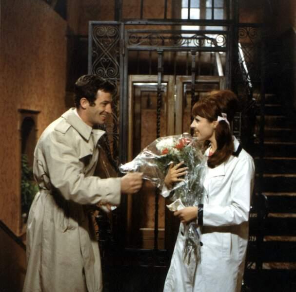 """Jean-Paul Belmondo et Virginie Vignon sur le tournage du film """"Tendre voyou"""". 1966"""