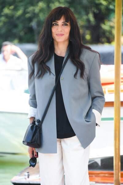 Nadine Lebacki et sa longue et épaisse chevelure