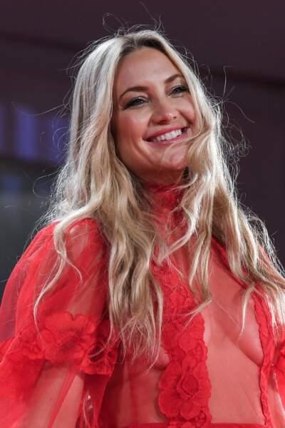 Kate Hudson et une longue chevelure blonde grâce à la magie des extensions, à Venise, le 5 septembre 2021.