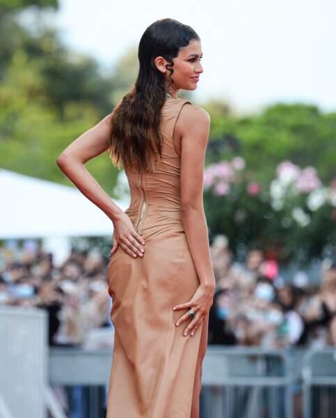Zendaya et sa très longue chevelure, coiffée en wet look, à Venise, le 3 septembre 2021.