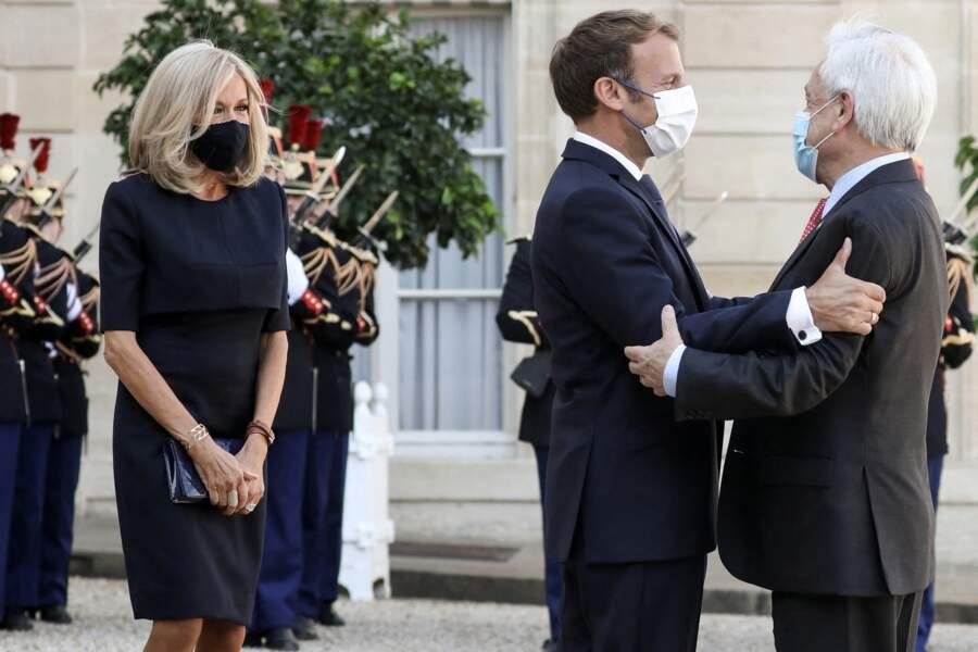 Brigitte Macron en total-look noir à l'Elysée le 6 septembre 2021.