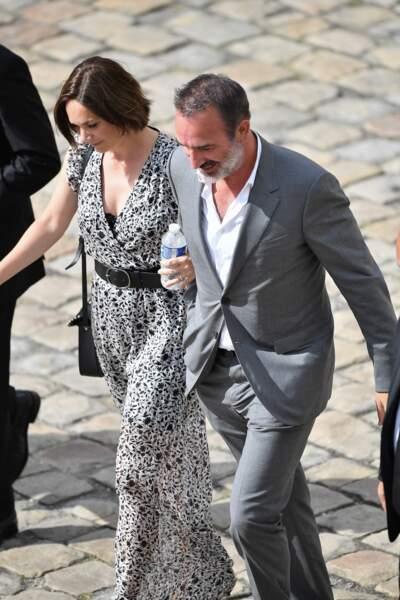Jean Dujardin et Nathalie Péchalat lors de l'hommage national à Jean-Paul Belmondo dans la cour des Invalides, à Paris, le jeudi 9 septembre 2021.