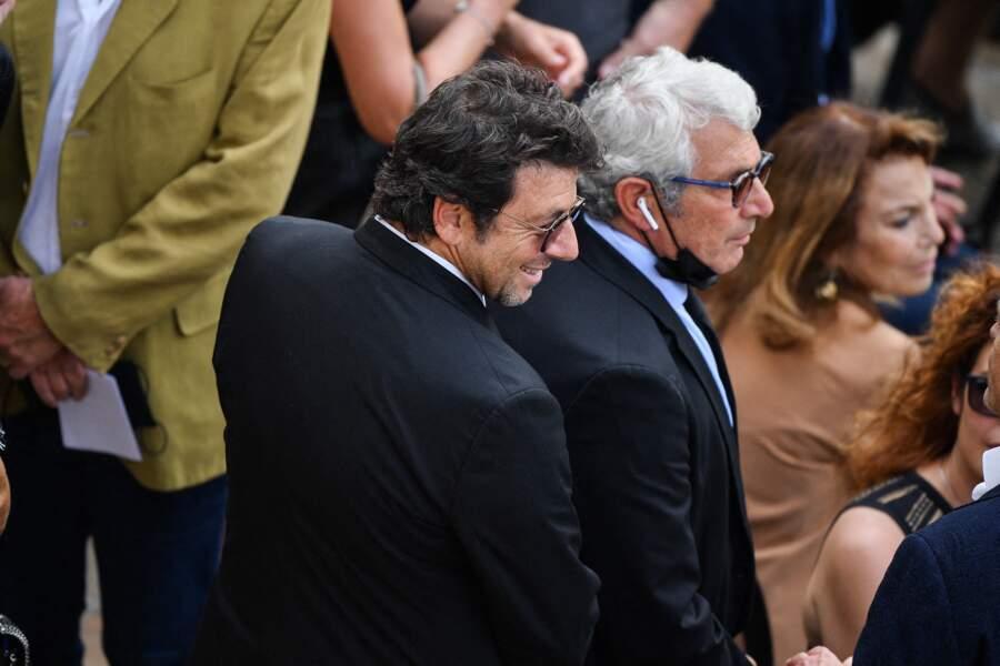 Patrick Bruel et Michel Boujenah durant l'hommage national à Jean-Paul Belmondo dans la cour des Invalides, à Paris, le jeudi 9 septembre 2021.