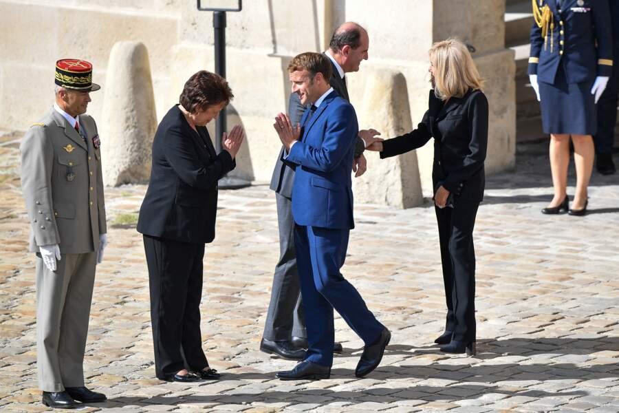 Emmanuel Macron et son épouse Brigitte, ainsi que Jean Castex et Roselyne Bachelot lors de l'hommage national à Jean-Paul Belmondo dans la cour des Invalides, à Paris, le jeudi 9 septembre 2021.