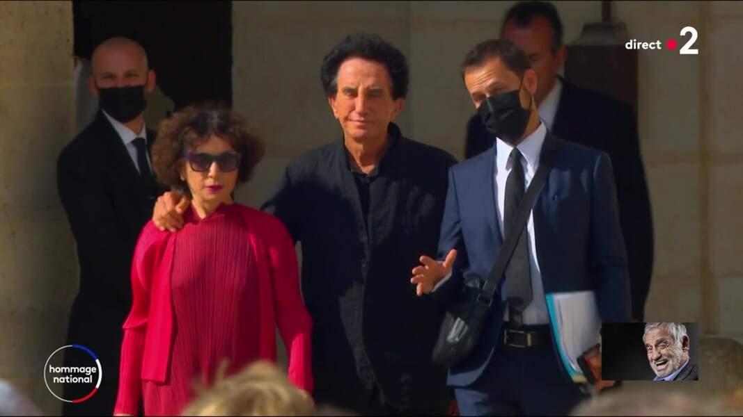 Jack Lang et son épouse Monique Buczynski à l'hommage national à Jean-Paul Belmondo dans la cour des Invalides, à Paris, le jeudi 9 septembre 2021.