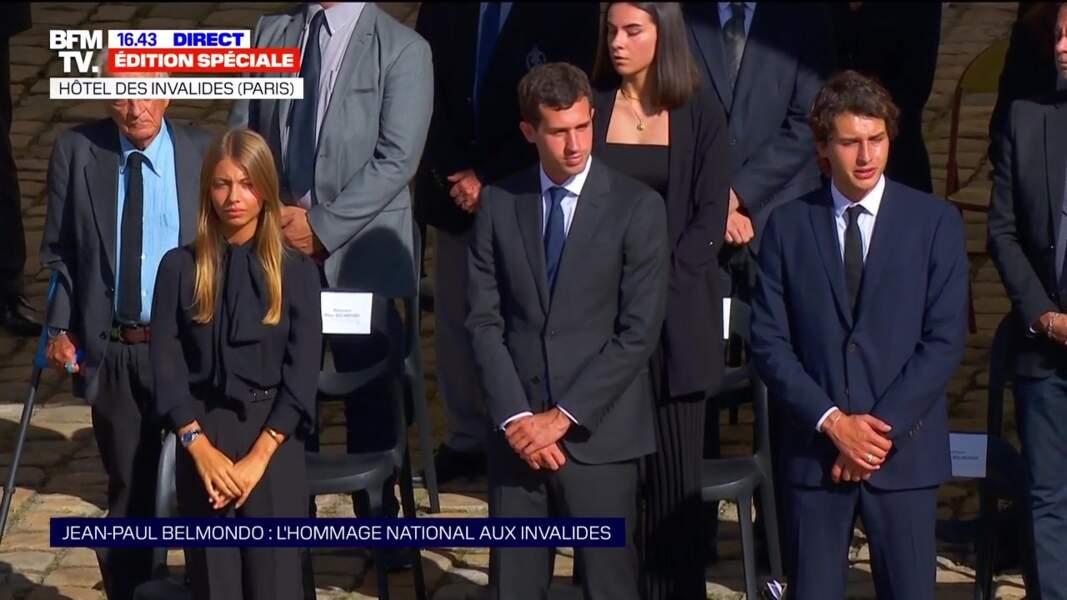 Victor, Stella et Giacomo Belmondo lors de l'hommage national à Jean-Paul Belmondo dans la cour des Invalides, à Paris, le jeudi 9 septembre 2021.