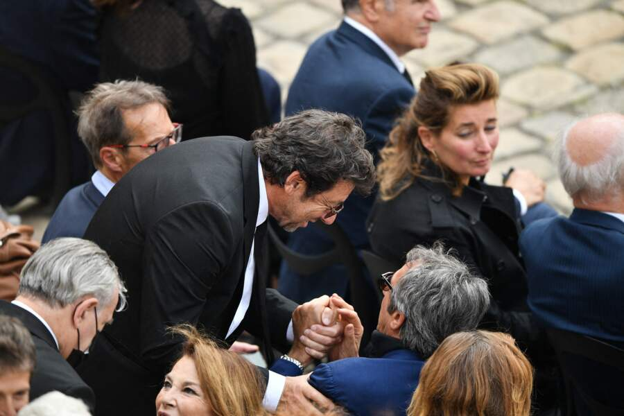 Patrick Bruel et Richard Anconina durant l'hommage national à Jean-Paul Belmondo dans la cour des Invalides, à Paris, le jeudi 9 septembre 2021.