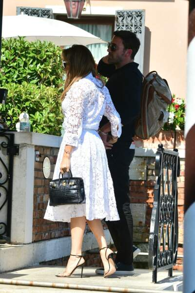 Jennifer Lopez, en robe midi Valentino avec Ben Affleck