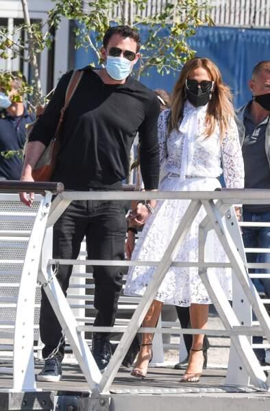Jennifer Lopez et Ben Affleck, amoureux et élégants pour leur arrivée à Venise