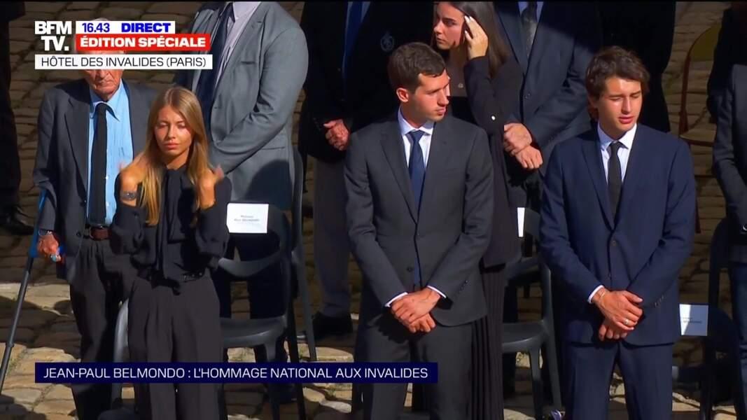 Victor et Stella Belmondo lors de l'hommage national à Jean-Paul Belmondo dans la cour des Invalides, à Paris, le jeudi 9 septembre 2021.