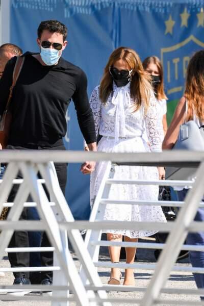 Jennifer Lopez et Ben Affleck arrivent main dans la main à Venise