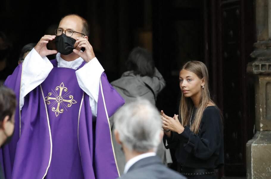 Stella Belmondo devant l'église Saint-Germain-des-Prés, pour les obsèques de Jean-Paul Belmondo, à Paris, le 10 septembre 2021