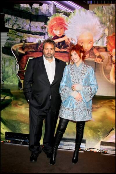 """Mylène Farmer aux côtés de Luc Besson à l'avant-première du film """"Arthur et les Minimoys"""" en 2006"""