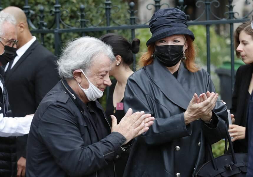 Hervé Vilard et Catherine Jacob à leur arrivée aux obsèques de Jean-Paul Belmondo, à l'église Saint-Germain-des-Prés, à Paris, le 10 septembre 2021