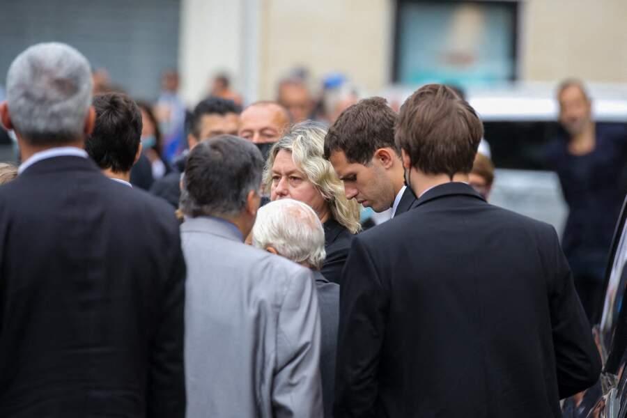Luana Belmondo et son fils Victor à leur arrivée aux obsèques de Jean-Paul Belmondo, à l'église Saint-Germain-des-Prés, à Paris, le 10 septembre 2021
