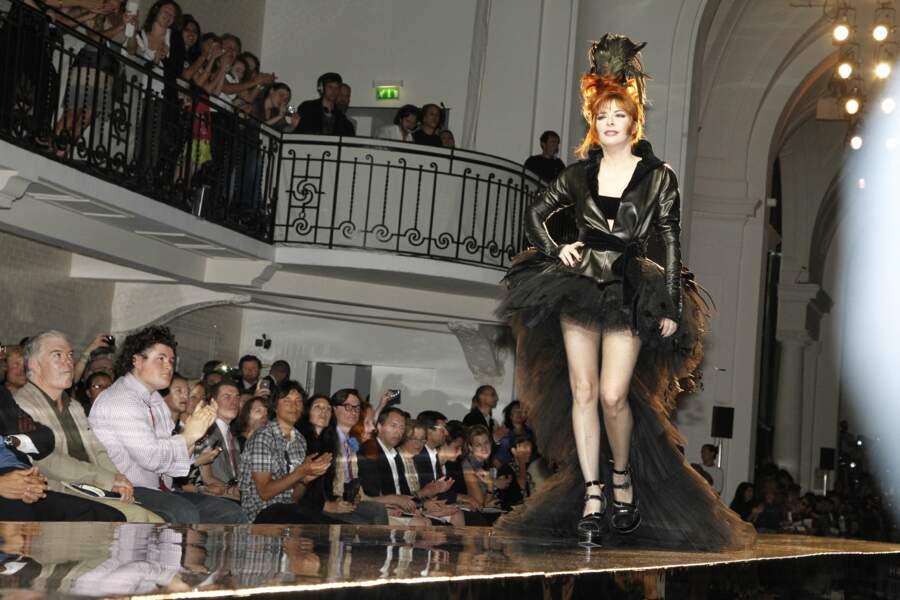 Mylène Farmer sur le podium du défilé de la collection Jean Paul Gaultier Haute Couture Automne-Hiver 2011/2012