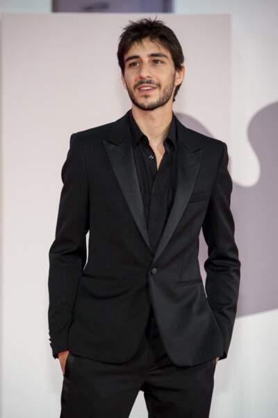 Ben Attal a hérité de l'élégance de sa maman, Charlotte Gainsbourg, le 9 septembre 2021.