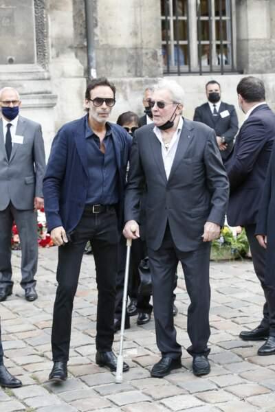 Affaibli, Alain Delon a tenu à être présent aux obsèques de Jean-Paul Belmondo, à l'église Saint-Germain-des-Prés, à Paris, le 10 septembre 2021