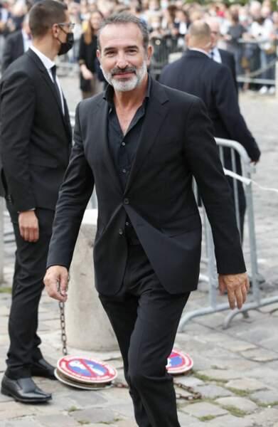 Jean Dujardin à son arrivée aux obsèques de Jean-Paul Belmondo, à l'église Saint-Germain-des-Prés, à Paris, le 10 septembre 2021