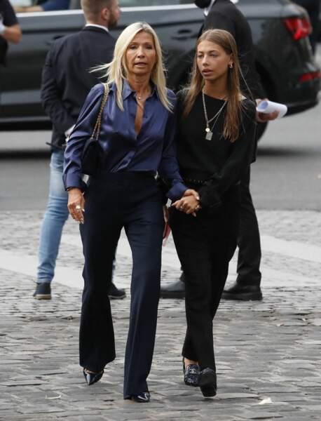Natty Tardivel et sa fille Stella à leur arrivée aux obsèques de Jean-Paul Belmondo, à l'église Saint-Germain-des-Prés, à Paris, le 10 septembre 2021