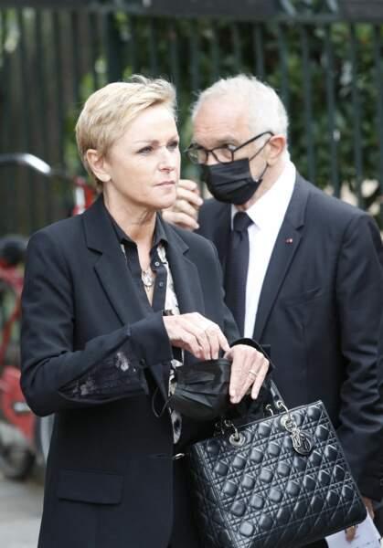 Karin Rénier à son arrivée aux obsèques de Jean-Paul Belmondo, à l'église Saint-Germain-des-Prés, à Paris, le 10 septembre 2021