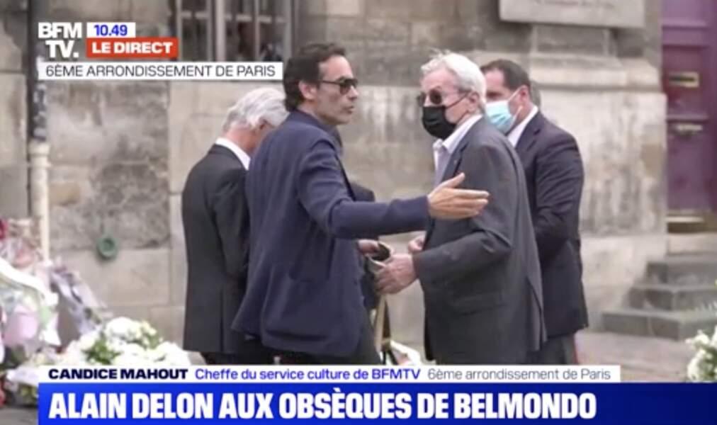 Alain Delon et son fils Anthony Delon à leur arrivée aux obsèques de Jean-Paul Belmondo, à l'église Saint-Germain-des-Prés, à Paris, le 10 septembre 2021